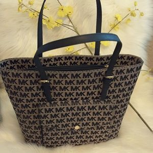 Michael kors genuine leather with  pocket on front